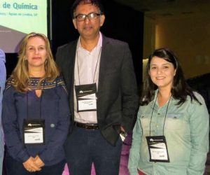 From the reader's left: Professor Glaura Goulart Silva (UFMG), Professor Pulickel Ajayan (Rice University) and Ana Paula Pereira Alves, a recently graduated doctor from UFMG.