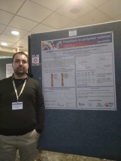 Tales da Silva Daitx presenting his doctoral research during a conference in Hungria em 2019.